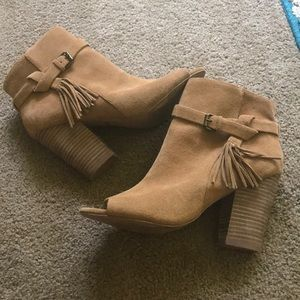 dd5a2e1b839 Joe s Jeans Shoes - 👢JOE S JEANS BROWN CELINA BOOTIES SIZE 9.5👢